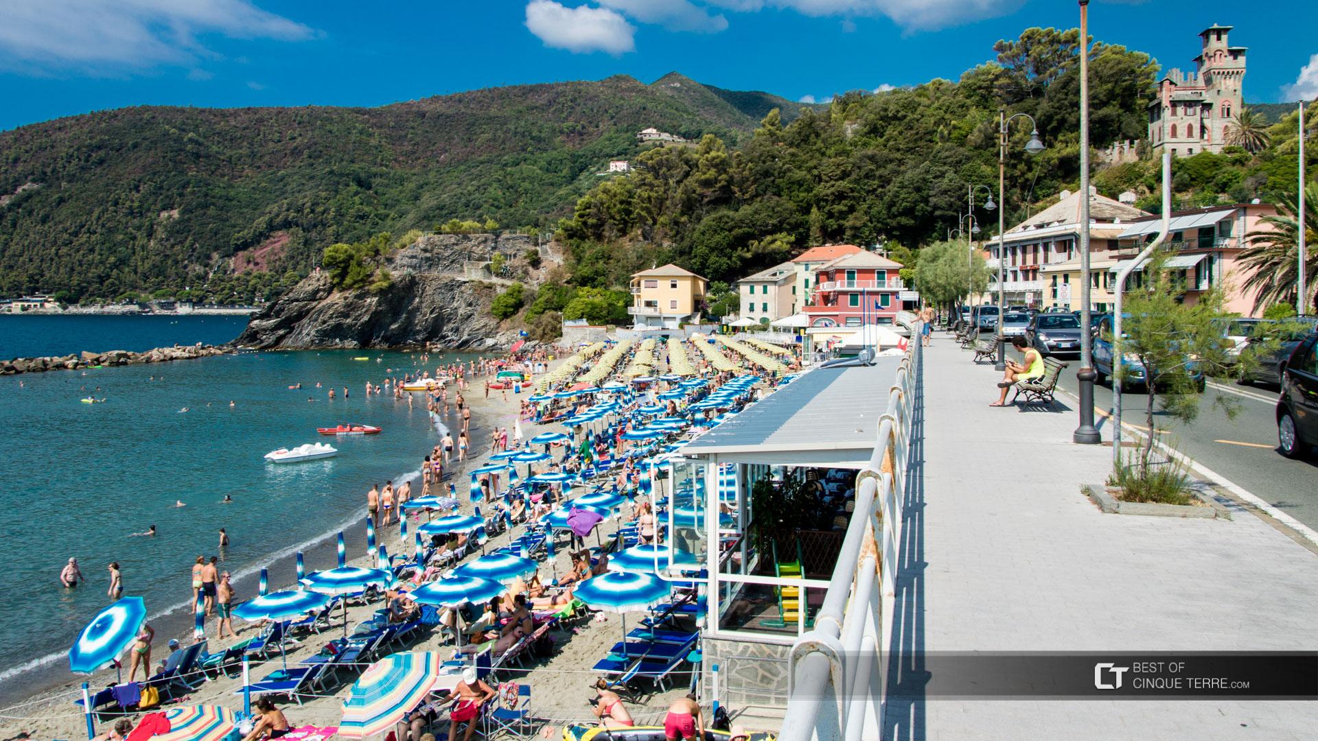 Beaches not far from cinque terre for Hotel moneglia