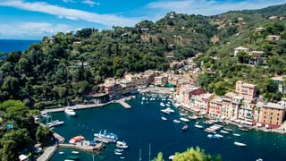 Vista da baía do castelo Brown, Portofino, Itália